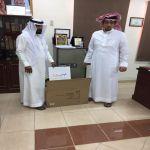 بر وادي بن هشبل يوزع الحقائب المدرسية بالتعاون مع سابك الخيري